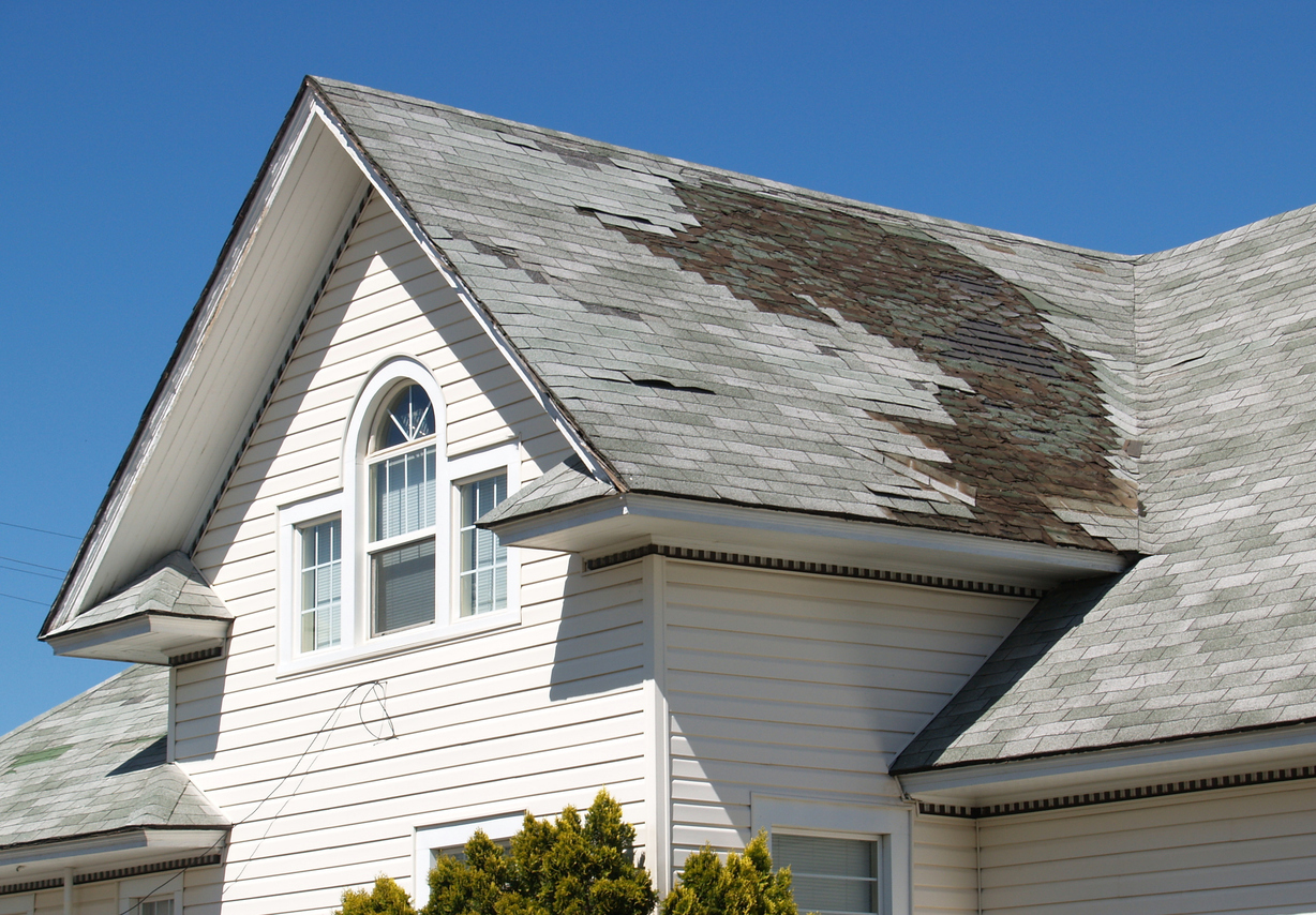 After the Storm: How to Tell if You Need Roof Storm Damage Repair